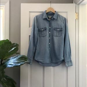 J.CREW \\  blue chambray buttoned shirt